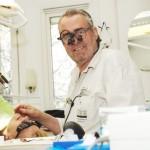 Tandläkare Calle Hagman undviker tandtekniska produkter från Kina