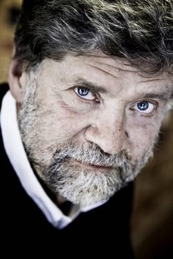 Owe Wikström, författare och professor i religionspsykologi skriver om det första leendet
