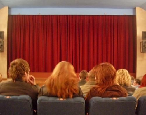 Publik i biograf i väntan på en biofilm