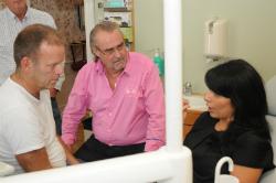 smärtpatient och två tandläkare